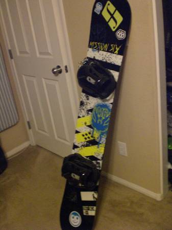 mission six snowboard - $100 (215 and Durango)