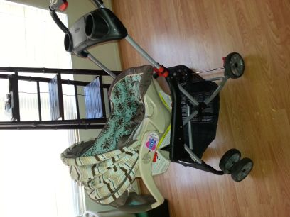Baby Trend Snap N Go infant car seat, car base and stroller - $70 (Rainbow Flamingo)