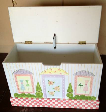 Solid Wood Hinged Lid Hand Painted Girls Toy Box Chest - $60 (Silverado Ranch)