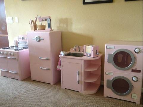 Pottery Barn Kids Retro Kitchen Set in PINK - $500 (Summerlin (Charleston 215))