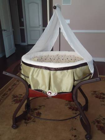 Bassinet - Fisher Price Zen Collection Gliding Bassinet - $50 (Henderson, NV)
