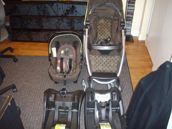 Safety 1st Aerolite Travel System - with 2 car bases - $100 (Las Vegas)