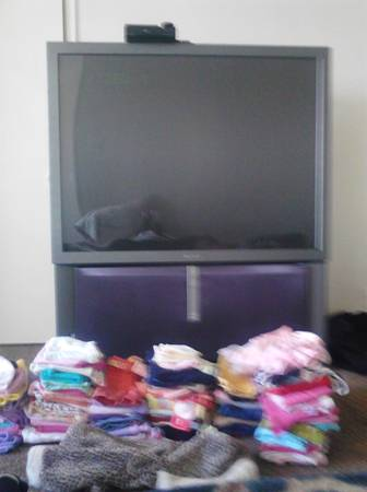 big sreen and baby clothes must pay rent ASAP - $350 (las Vegas)