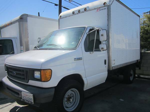 2006 Ford E-350 10 Ft Moving Box Truck with Lift Gate - $9900 ( )