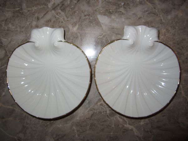 NORITAKE IVORY FINE BONE CHINA SEASHELL DISHES wGOLD TRIM 2pc set - $10 (East Flamingo 95)
