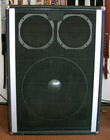 Peavey 1820 Bass Cabinet wone18 and two 10 Balck Wiows - $70 (ELv)