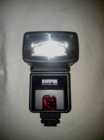 flash sunpak 3000 for Nikon - $35 (east Vegas)