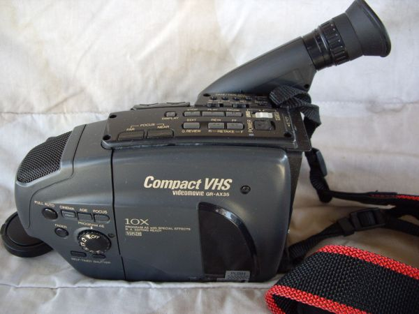 JVC GR-AX35U VHS-C COMPACT CAMCORDER WBATTERY,CHARGER,REMOTE CONTROL - $40 (702-764-3058)