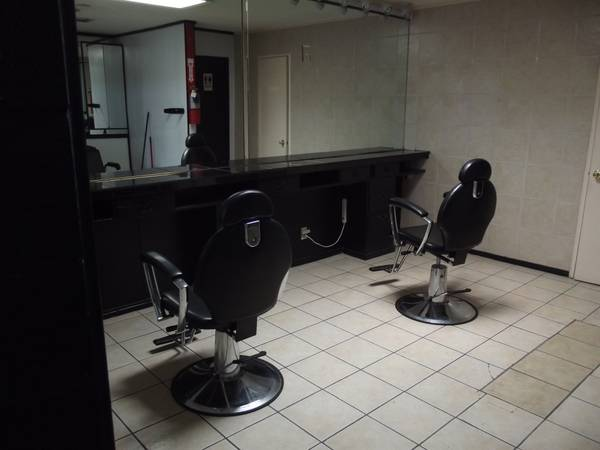 REDUCED NICE BEAUTY SHOP FOR LEASE (NELLIS LAKE MEAD)