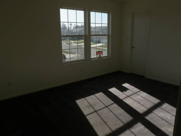 - $350 Room for Rent in Nice Home (North Merced)