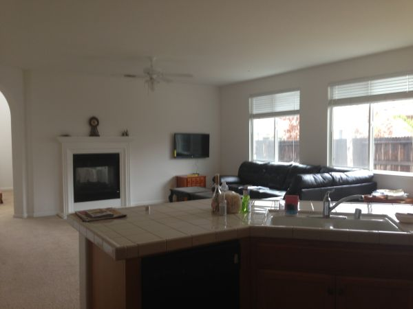 $400 100ftsup2 - Rooms 4 Rent (Utilities included)