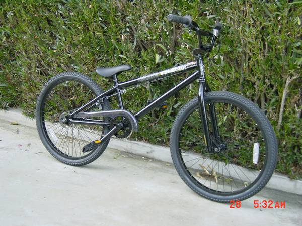 Make a jump on this Diamondback 24 Session BMX Bike