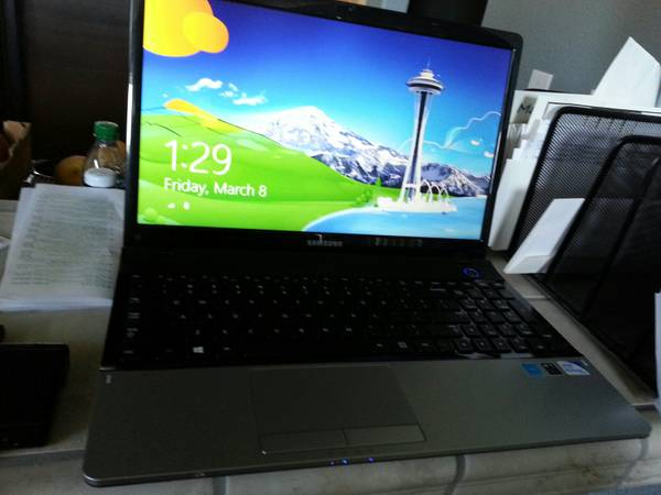 Laptop 15.6 HD SCREEN Samsung LIKE NEW Only 3 Months Old - $250 (Merced)