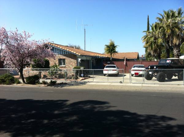 - $1400 3br - Single Family Home with security cameras and ADT alarm system (manteca)