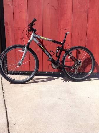 GIANT XTC NRS 3 DS MOUNTAIN BIKE - $425 (Modesto)