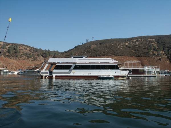 HOUSEBOAT on Lake McClure, with LAKE PERMIT - $125000 (LAKE McCLURE, CA.)
