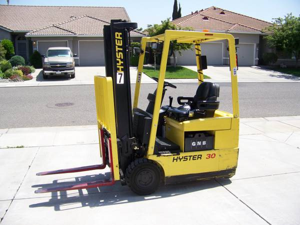 HYSTER 30 ELECTRIC FORKLIFT 2800 LBS. MAX - $4495 (MODESTO)
