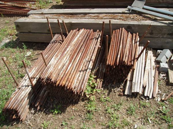 Steel Stakes Concrete Hairpins - $2 (Knights Ferry)