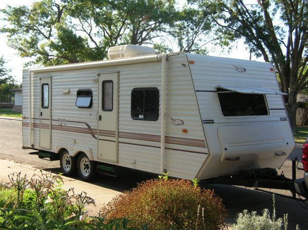 2001 Jayco Qwest 27 fully self contained Trailer - $6000 (Turlock CA)