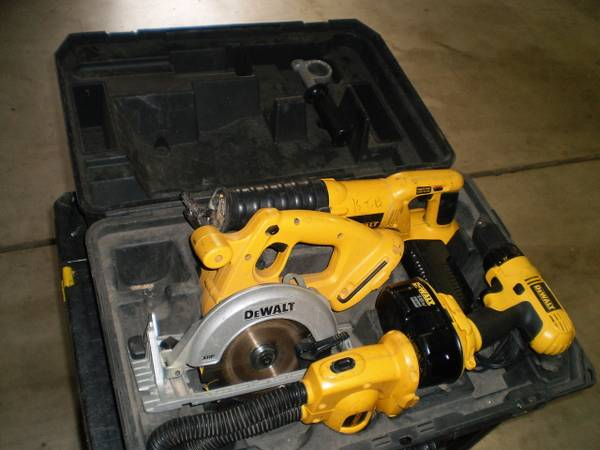 5 piece 18 volt dewalt combo set in a hardcase - $280 (north modesto)