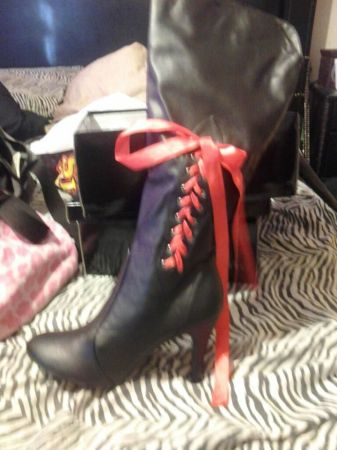 addorable sxy sleek black boots these lace up w ribbon (MODESTO)