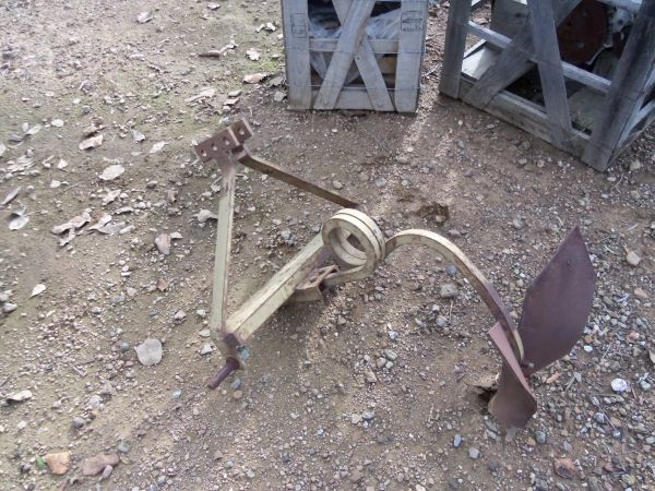 ANTIQUE 3 POINT TRACTOR PLOW (LIVERMORE)
