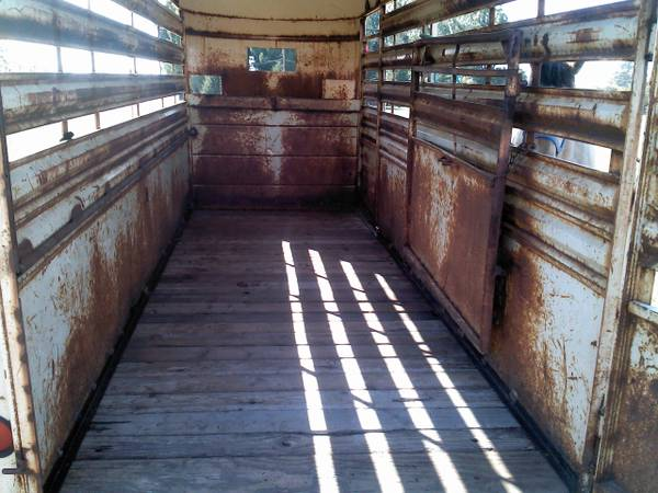 4 HORSE STOCK TRAILER WITH CENTER DIVIDE - $2500 (FRESNO COUNTY)