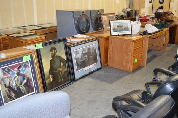 Estate Sale by Leonettis Lost Treasure (Modesto)