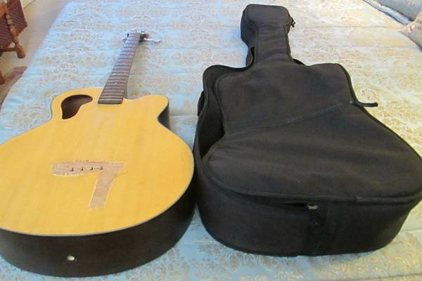 PROJECT GUITAR Case -Olympia by Tacoma Bass Guitar needs work - $25 (E. Modesto)