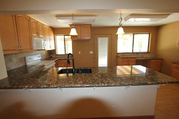 - $900 2br - 1567ftsup2 - Home with lake view for rent (Lake Havasu City)
