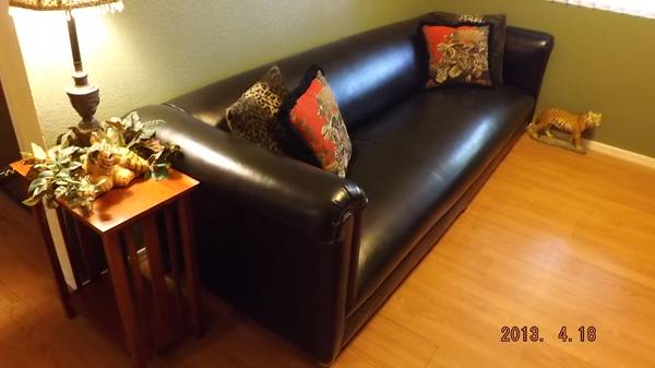 Beautiful Black Chesterfield Couch - $200 (Kingman)