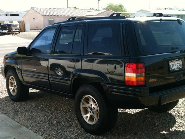 LOADED LIMITED EDITION GRAND CHEROKEE FOR SALE OR TRADE - $2400 (LHC)