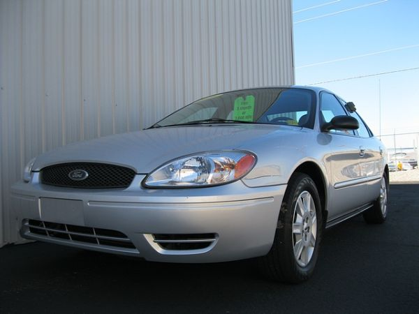 2005 FORD TAURUS SE-66,000 MILES-JUST SERVICED-YOUR APPROVED (RIVERVIEW AUTO SALES(LHC))