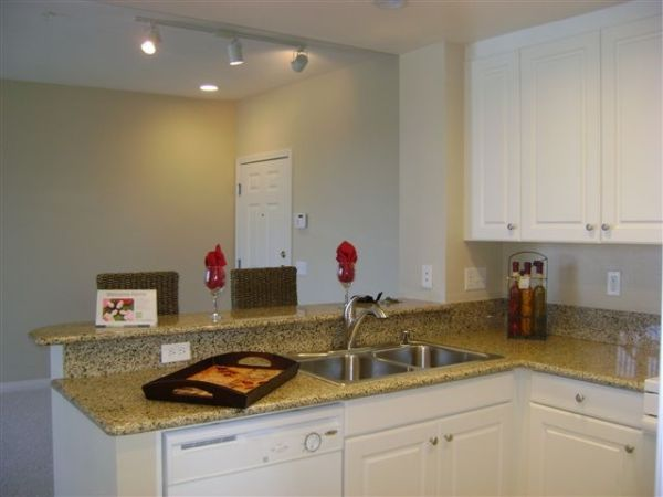 $1610 1br - Amazing Value Limited Time Pricing On This Large 1 Bedroom Upgraded (South Coast MetroCosta Mesa)