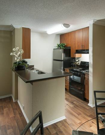 $1415 1br - Hurry these deals will not last long (Newport Beach- Irvine - Costa Mesa)