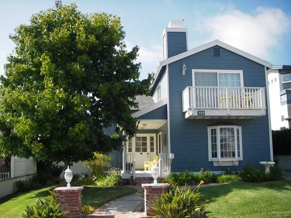 - $985 1650ftsup2 - 12x13 oceanview room with private bath (walk T-Street beachdowntown) (SW San Clemente)