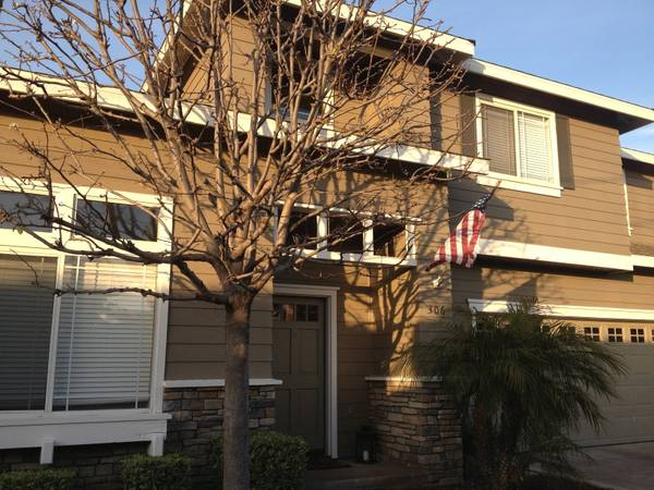 - $800 1650ftsup2 - Room for Rent in Newer Modern Condo (Eastside Costa Mesa)