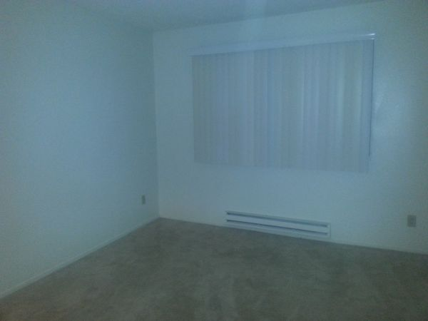 - $755 192ftsup2 - Unfurnished Room for Rent (Costa Mesa, CA)