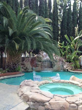 $975 LAVISHLY FURNISHED ROOM FOR RENT (GREAT LOCATION - COSTA MESA)