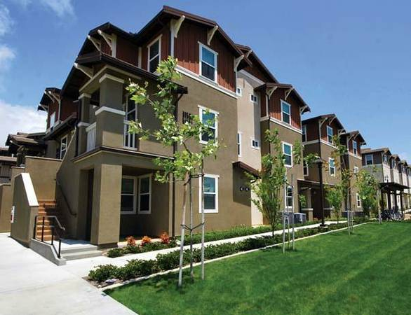 $800 1br - Summer Sublet 1 bedroom, shared bath in fully furnished apartment (UCI, Camino del Sol)