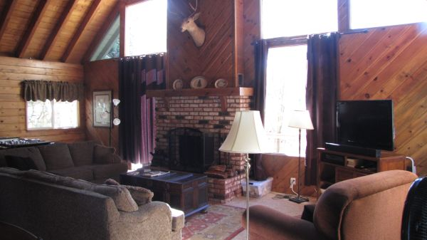$175 3br - 2600ftsup2 - Cabin, Beds for 12 to sleep (Lake Arrowhead)
