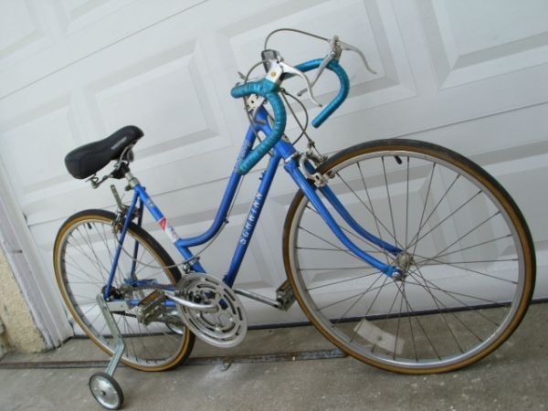 ____ WOMENS SCHWINN VARSITY ROAD BIKE 43CM 10-SPEED ALL ORGINAL - $90 (--------------- CARSON ----------------)