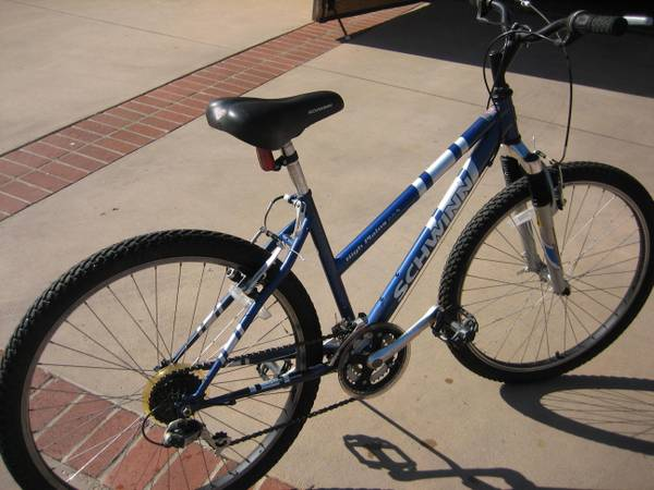 SCHWINN GIRLS OR WOMENS 24 HIGH PLAINS MOUNTAIN BIKE BICYCLE - $125 (PLACENTIA)