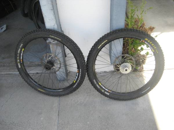 HADLEY DH WHEELSET MAVIC 823S 12X150MM 20MM FRONT - $300 (MISSION VIEJO)