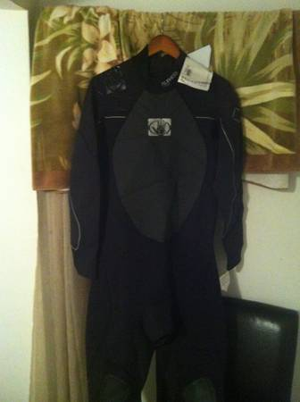 Band New Bodyglove wetsuit 32 full Never worn - $100 (laguna beach)