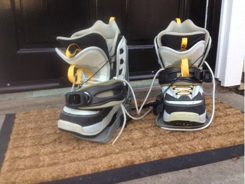 Womens K2 Clicker boots and bindings size 7 - 7.5 - $25 (Tustin)