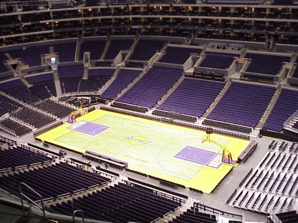 LAKERS TICKETS - AISLE SEATS - $1 (Staples Center)