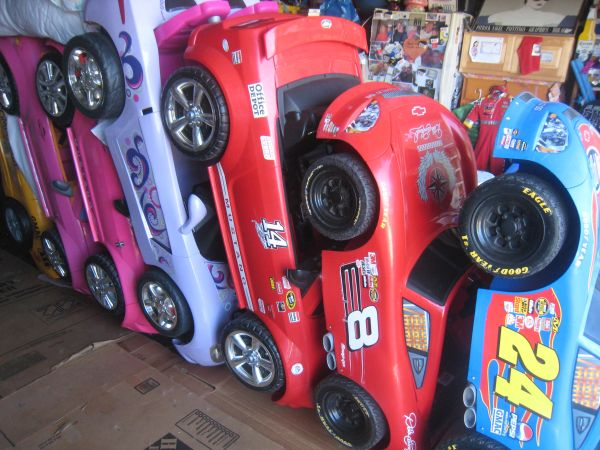 WOW12 VOLT ELECTRIC FISHER PRICE RIDE ON TOYS 4 BOYS GIRLSSAVE$ - $160 (HUNTINGTON BEACH)