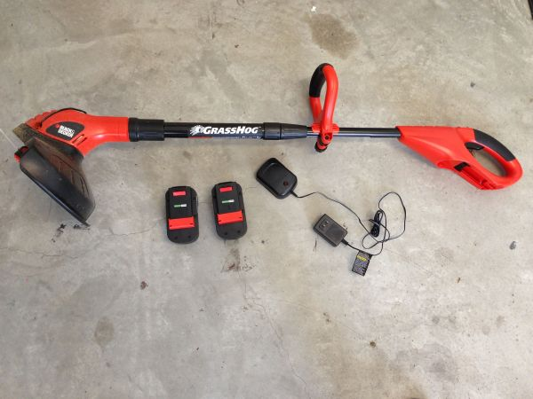 BLACK DECKER GRASSHOG TRIMMER AND EDGER ELECTRIC - $25 (Tustin)