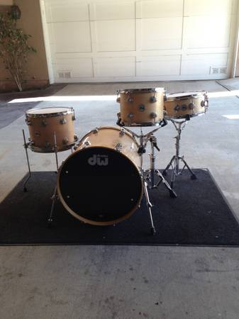 DW collectors series 4 piece kit, wmatching snare - $1500 (Los Angeles)